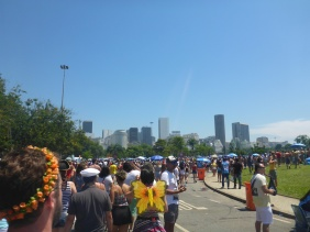 The Crowds Arriving at 10 am